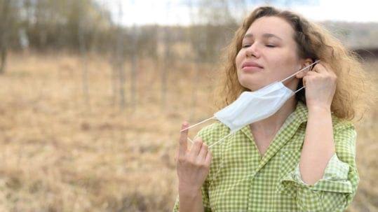 Slimme en belangrijke ademhalingsoefeningen bij het gebruik van mondkapjes