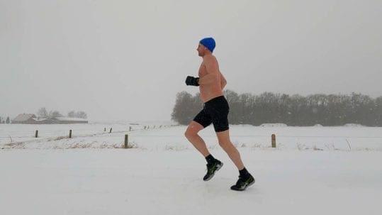 5km hardlopen in een sneeuwstorm, in korte broek en zonder shirt